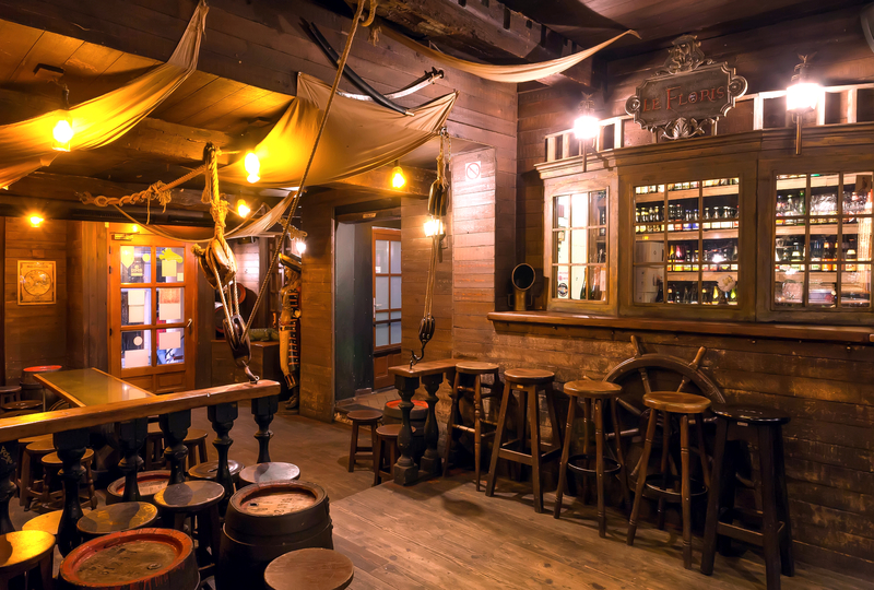 Grab a drink in the most 1920s-influenced bar